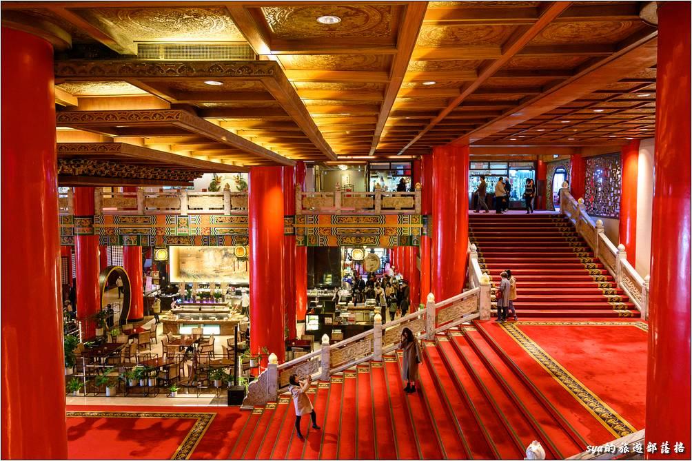 台北圓山大飯店 從V樓層俯瞰大廳階梯