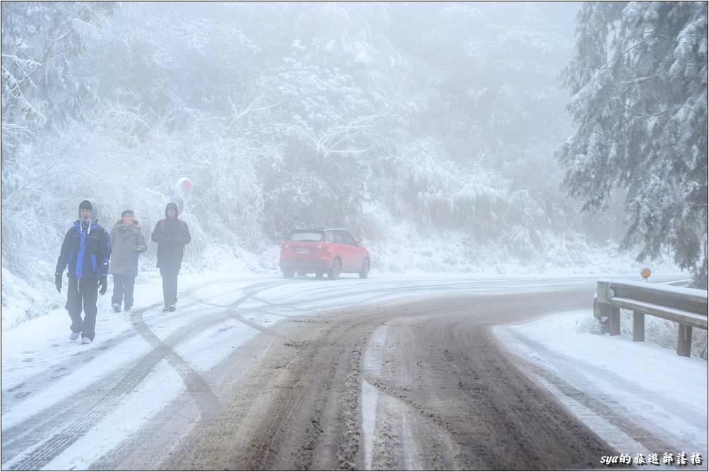 一些彷彿以前看過的畫面,現在居能自己開車穿梭在冰天雪地之中,真是太棒了!
