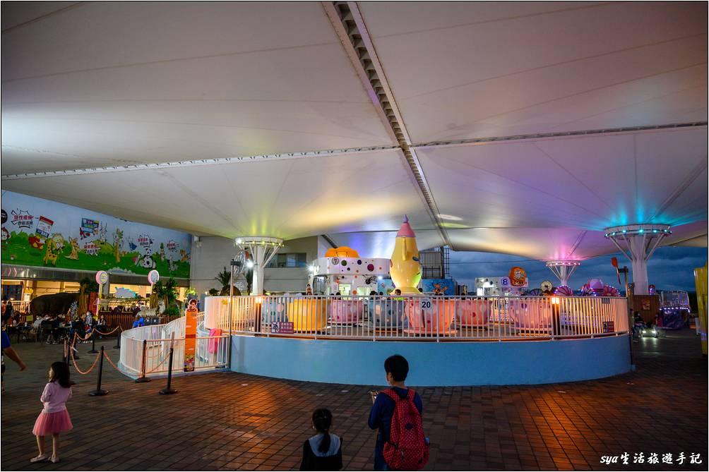 晚上各樓層的遊樂設施都會點燈,完全不用擔心夜間要摸黑玩遊樂設施,其實也是蠻有不同的氛圍的。