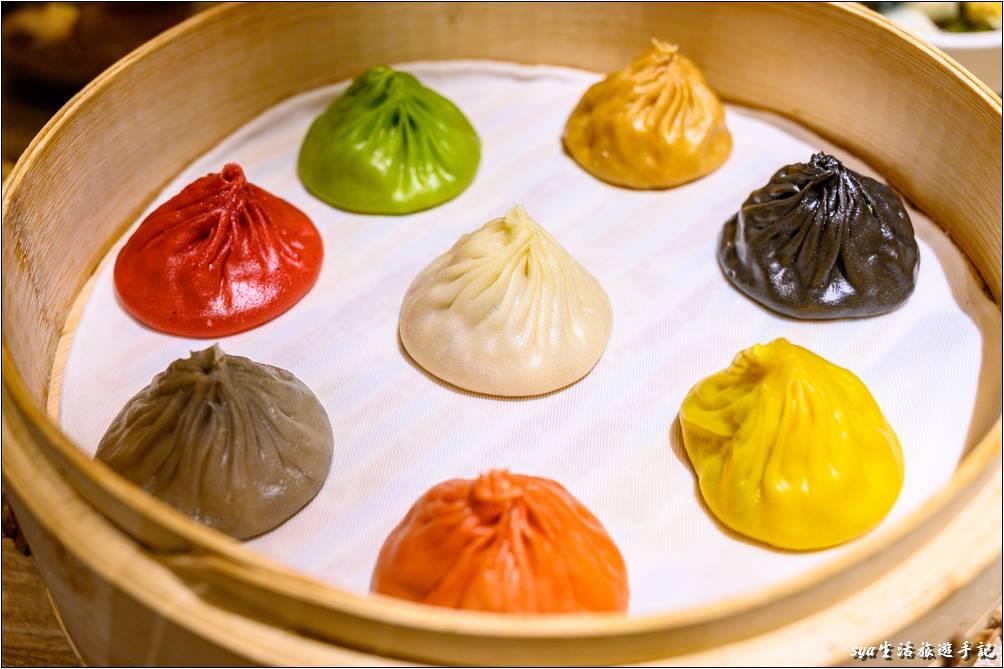 樂天皇朝 招牌的八色小籠湯包