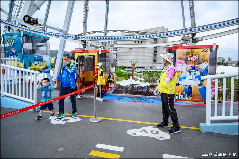 波力主題的摩天輪也是來到兒童新樂園不可錯過得遊樂設施