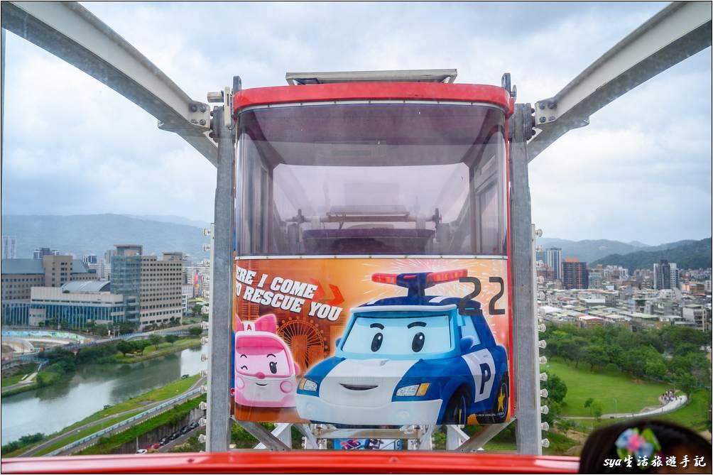 搭乘摩天輪俯瞰整個園區