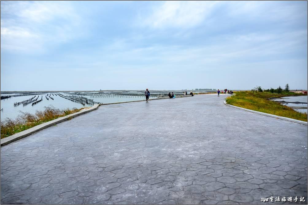 2020再訪,海堤已經整建成寬敞的步道,之前還是很窄的一般海堤而已。