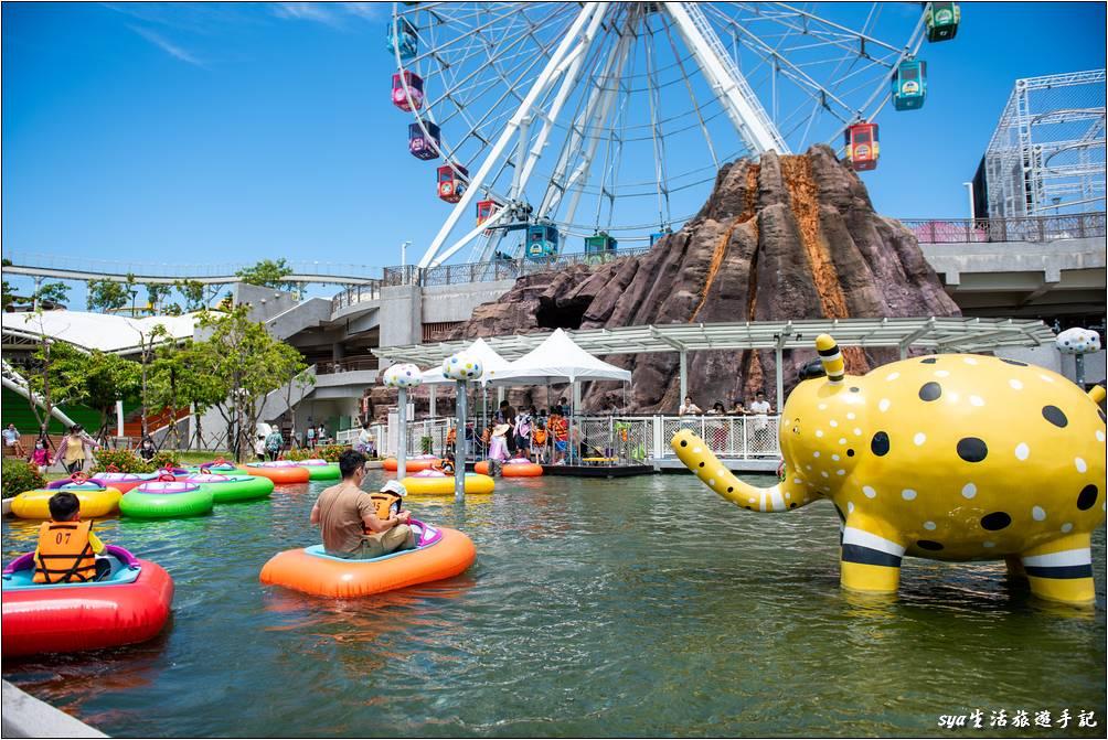 戶外的「水上碰碰船」也是個蠻好玩的遊樂設施,常常是大排長龍的狀態。
