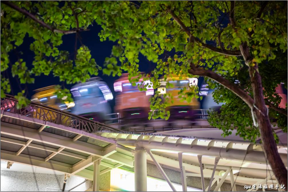 園區夜晚燈光美、氣氛佳,意外多留的這兩個多小時,看到了兒童新樂園不同於白天的面貌。喜歡拍照、打卡的朋友,建議也不要錯過晚上的樂園喔!