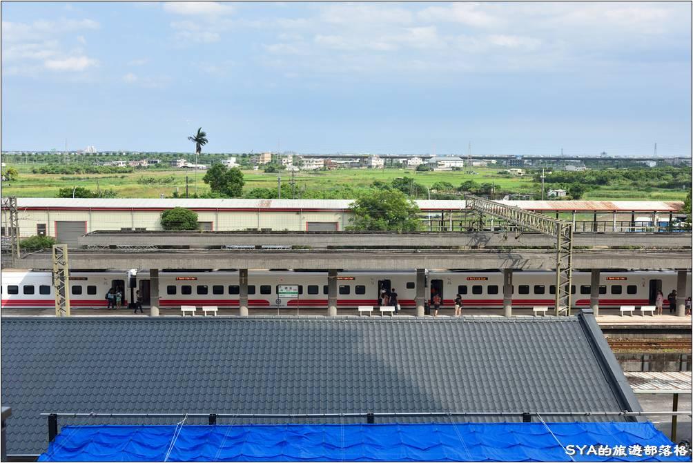 窗外就能看到礁溪火車站。看火車也是小朋友很好奇的一件事之一!