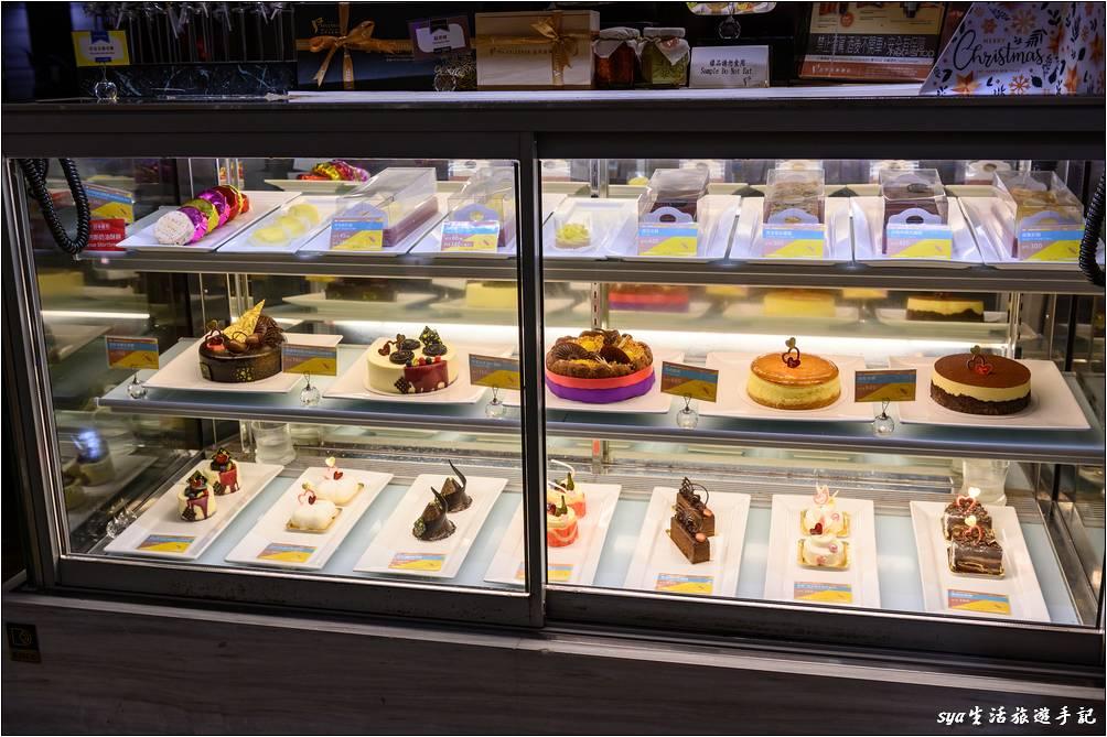 大廳前的店面有蛋糕的販售,在這裡慶生也不用擔心找不到蛋糕可買。