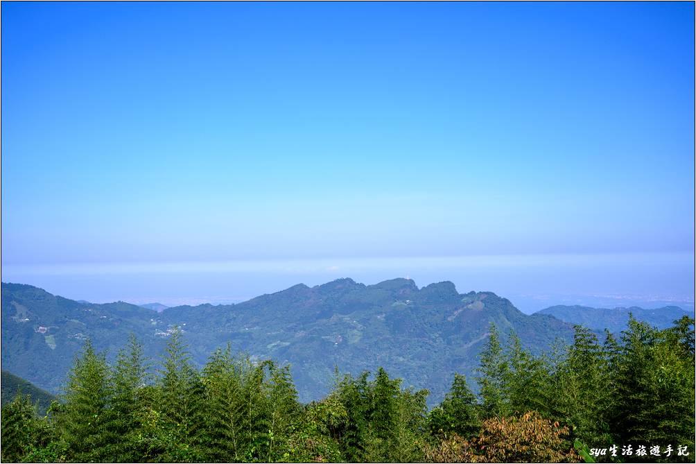 營地前方的五指山