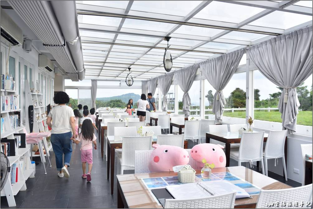 海境渡假民宿的玻璃屋餐廳