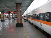 2010七天六夜環島旅行(1/22~1/28):花蓮車站月台與太魯閣號