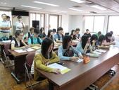 2014/06/30~08/01大專學生暑期至本會實習:圖04實習生全程旁觀.JPG