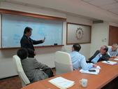 20141030新加坡化學工會聯合會來台訪問:圖04團長Mohamad Yunos說明新加坡職工升遷狀況.JPG