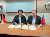 20141030新加坡化學工會聯合會來台訪問:圖07雙方簽署友好互訪協約.JPG