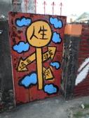 102.11.07 [台南彩繪] 警察新村:((柱子上的字比較吸引我,但很可惜是黑的不顯眼啊