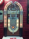 100.09.13 可口可樂125週年展@新光中山店13F:和這個!! 復古點唱機!!