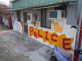 102.11.07 [台南彩繪] 警察新村:最近很夯的黃色小鴨也出現了