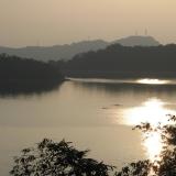 日月潭-晚上:夕照下綻開的水波迴路
