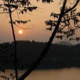 日月潭-晚上:橙月暈染天際