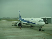 2009出發去東京DAY1:搭乘ANA,沒記錯之前代言人是SMAP吧