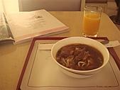 2010年10月 龜速行進的東京:我ㄧ個人在VIP室裡吃牛肉麵