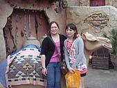 2009出發去東京DAY3:阿度仔堅持要我們和駱駝合照.....= =?