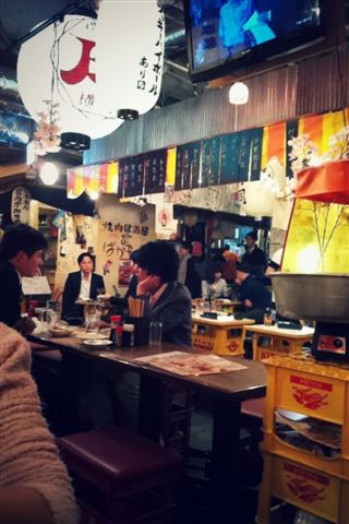 【2013東京賞花】 Day2:旁邊都是喝酒聊天的上班族