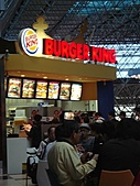 2010大阪,ただいま~:一大早的飛機,早餐是機場的漢堡王