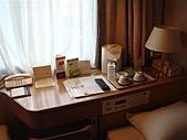 2010大阪,ただいま~:床頭櫃放了很多東西ㄚ!!