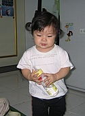 小寶貝:今天要喝~什麼口味的ㄋㄟ~ㄋㄟ呢?