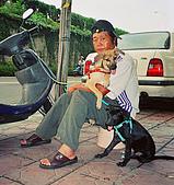 珠珠JUJU 愛 絕不是 幾個簡單文字 就能表達得清楚的  :叔叔放假回來看我們